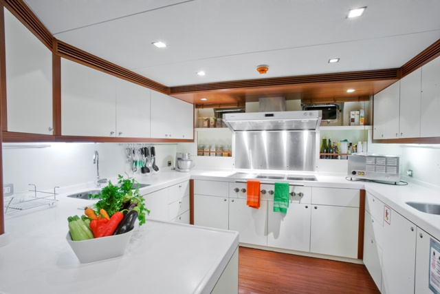 SAILING NOUR - Galley