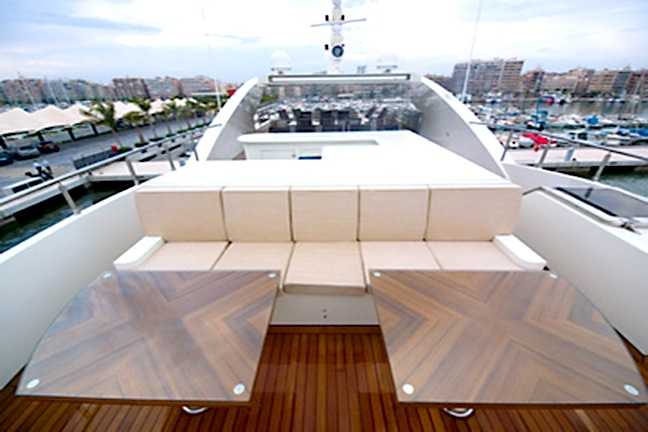 Forward sundeck seating and wet bar