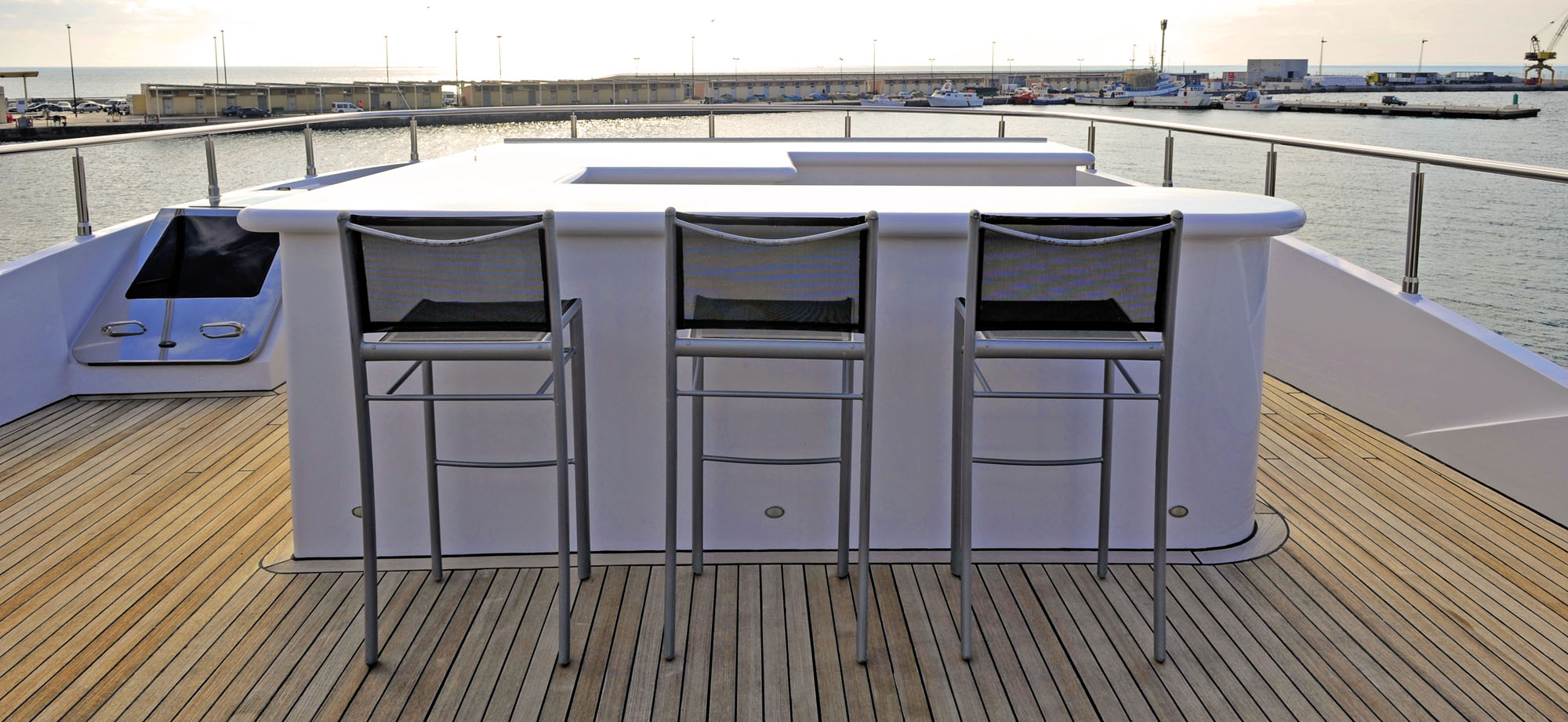 Sundeck wet bar