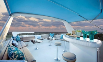 SEA VISTA fly bridge and bar