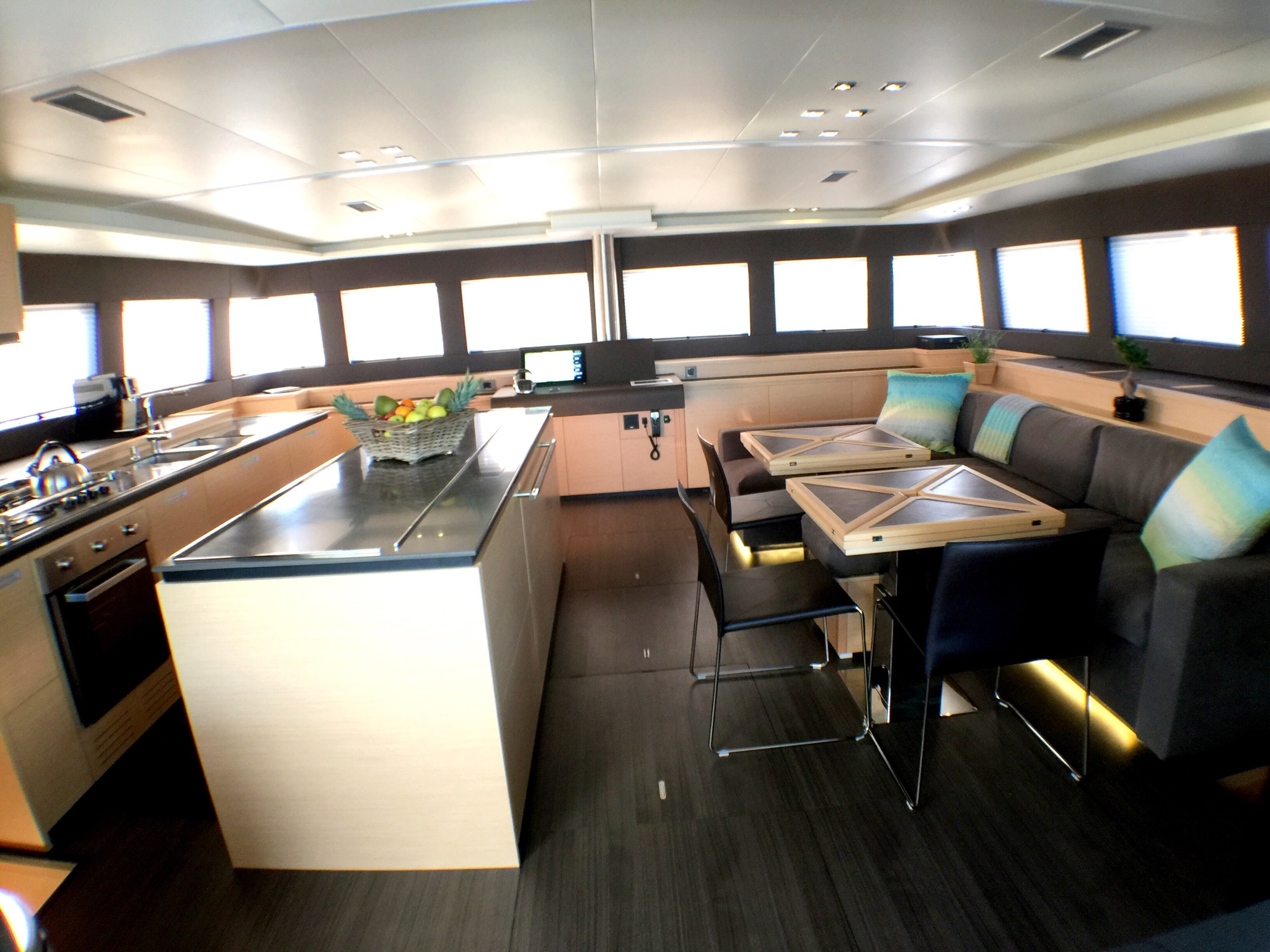 SEAHOME - Salon with galley