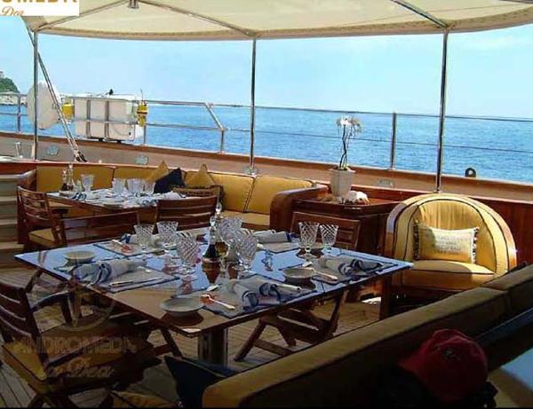SY ANDROMEDA LA DEA - Aft deck dining
