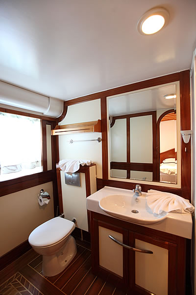 Sail Yacht ANGELO II -  Guest Ensuite 3