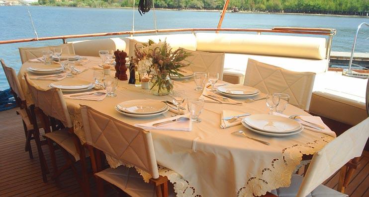 Credenza La Dolce Vita : Motor sailor vita dolce yacht charter details caïque