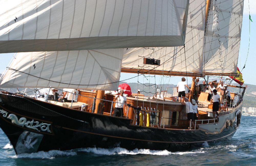 Sail Yacht DOLPHIN - Profile