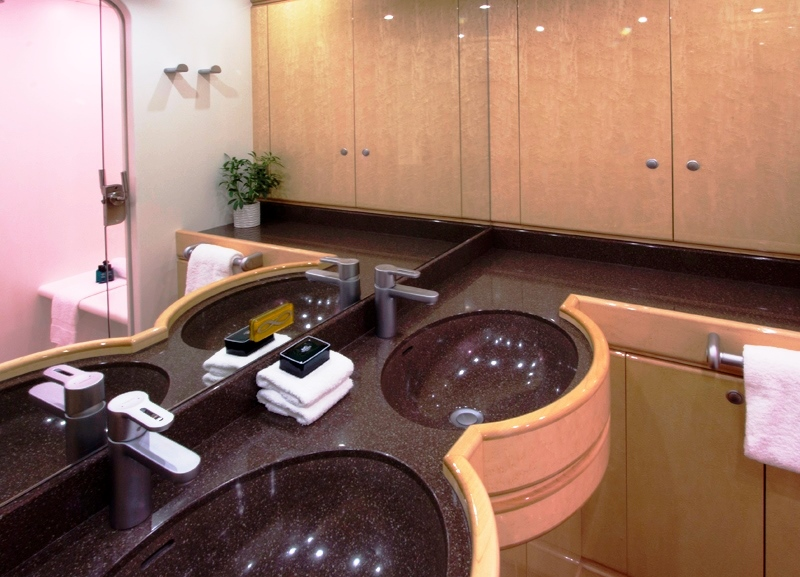 Sail Yacht INFINITY -  Guest Vanity