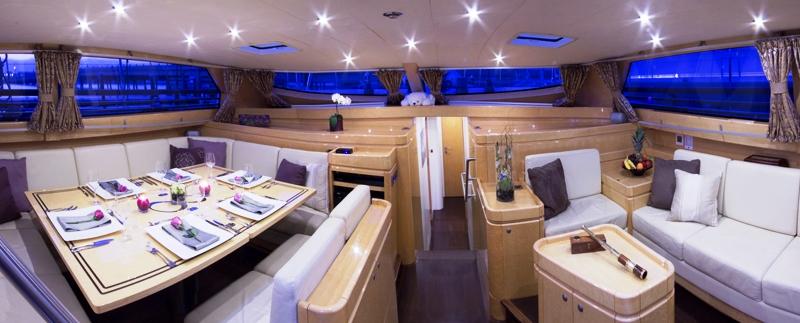 Sail Yacht INFINITY -  Salon