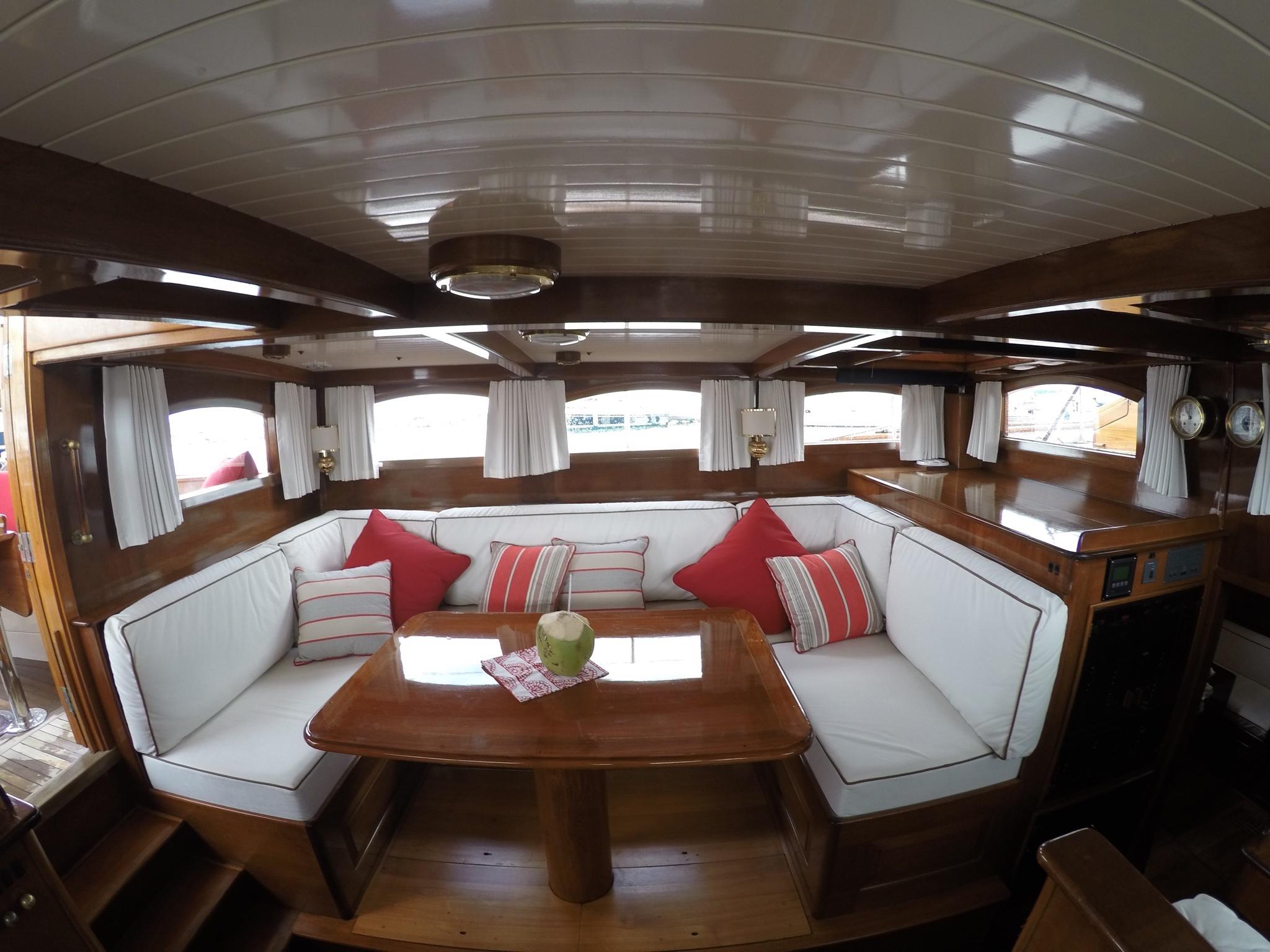 Sail Yacht NORTHERN STAR - Salon Couch