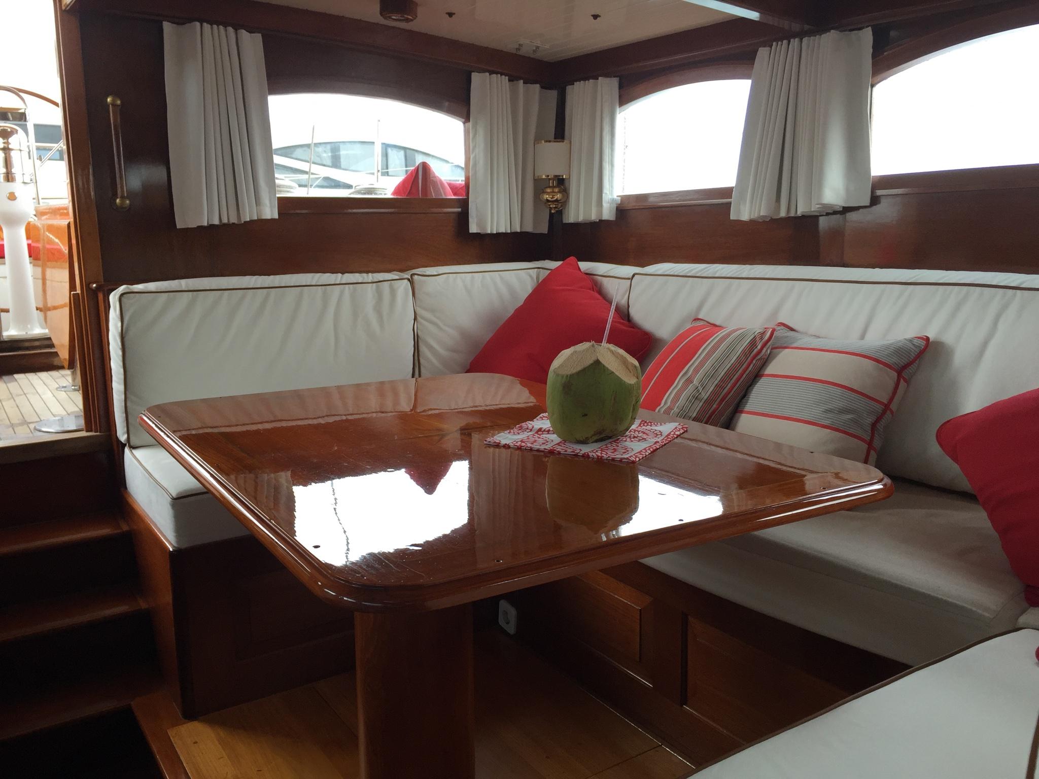Sail Yacht NORTHERN STAR - Salon Seating 2