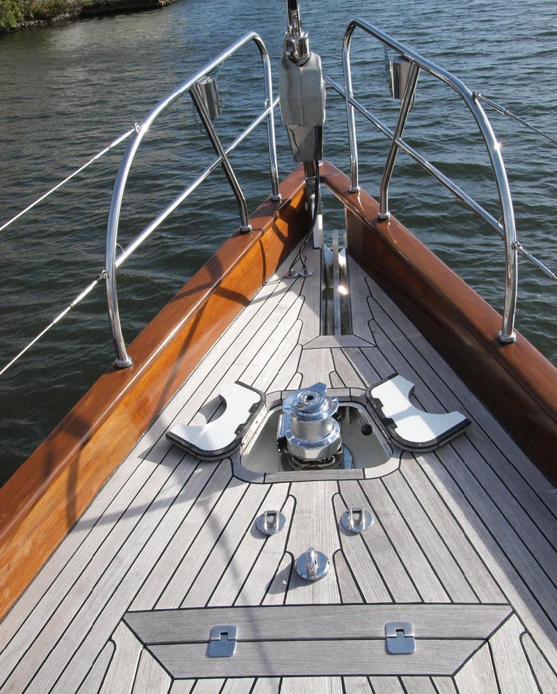 Sail yacht LADY ANN -  Bow
