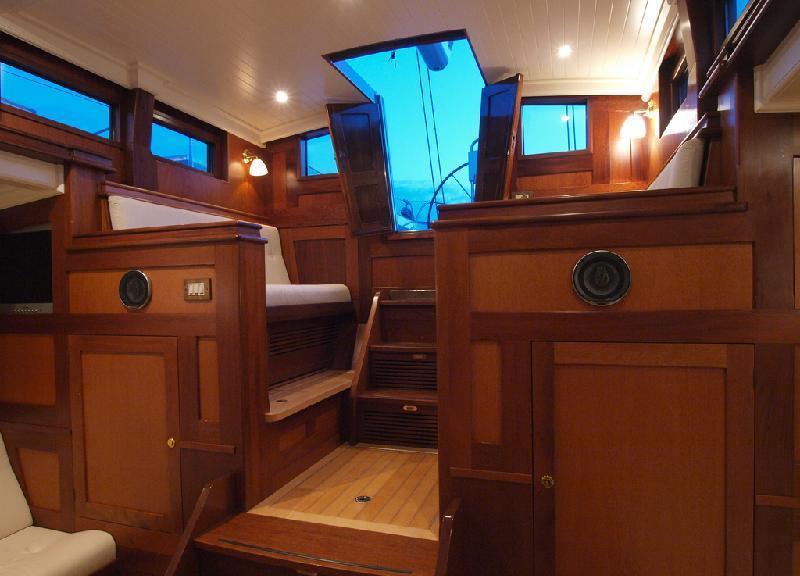 Sail yacht LADY ANN -  Pilot house