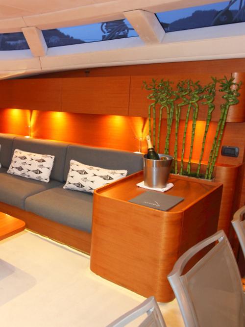 Sailing Yacht ATTIMO - Sofa