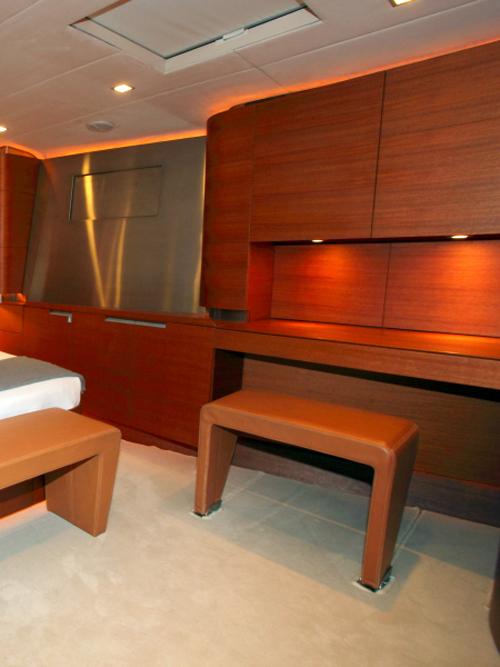 Sailing Yacht ATTIMO - master vanity