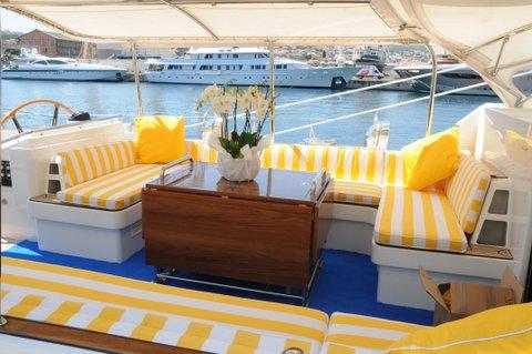 Sailing Yacht Billy Budd 2 -  Cockpit Table