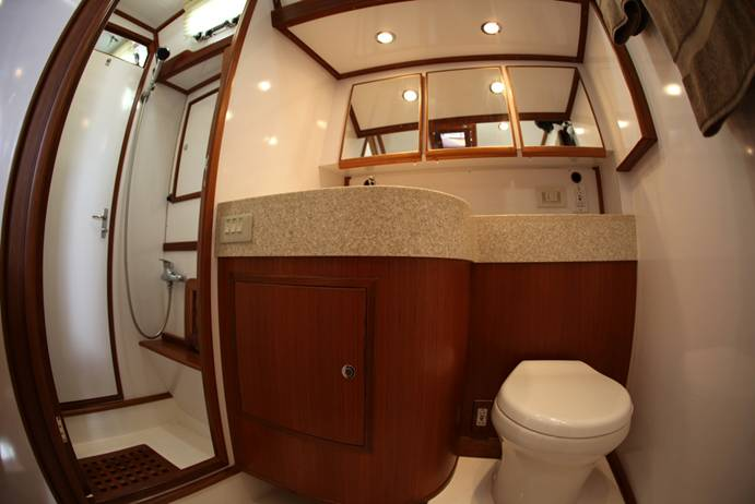 Sailing Yacht Magnetic Sky - Shared Bathroom