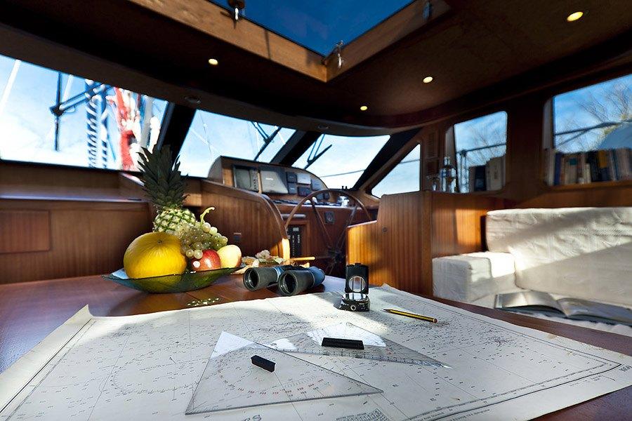 Sailing Yacht Myosotis -  nav Station