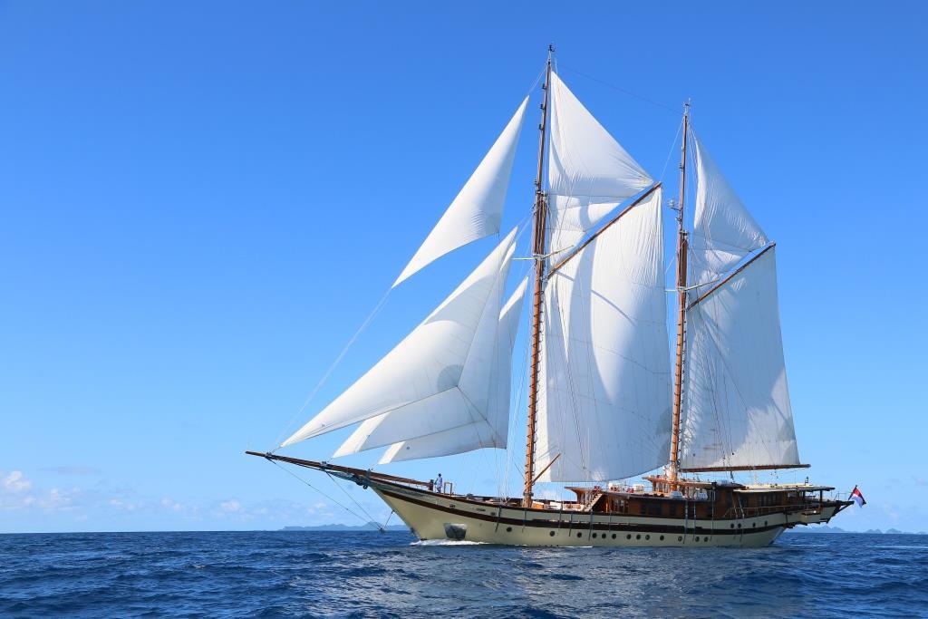Sailing ketch LAMIMA - Main