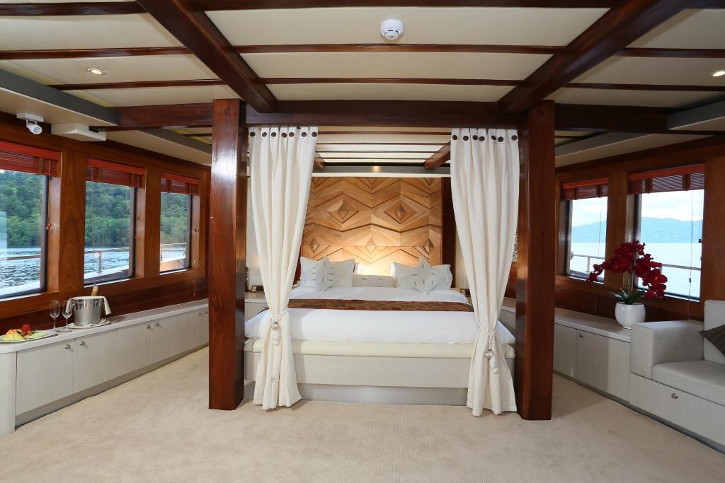 Sailing ketch LAMIMA - Master view