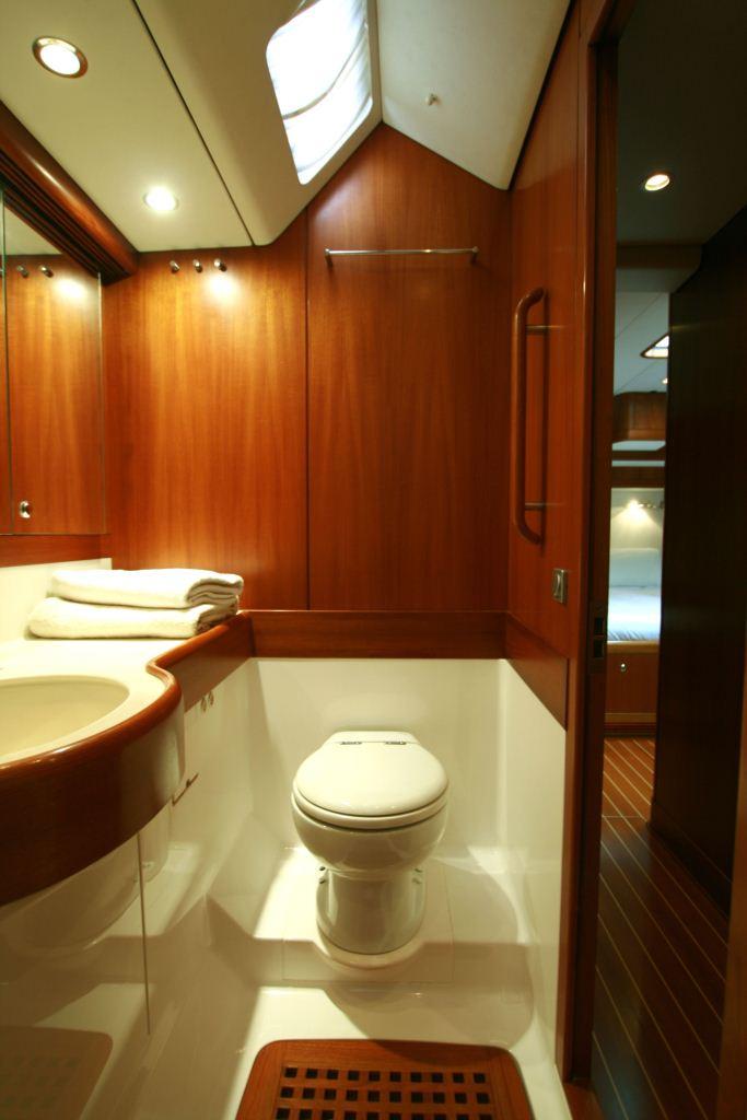 Sailing yacht ALPINA -   Guest Ensuite