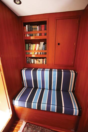 Sailing yacht ANAHITA - Fwd Cabin Settee