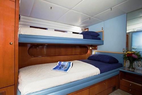 Sailing yacht APACHE -  Double + Single Upper bunk