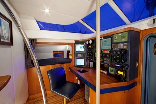 Sailing yacht APACHE -  Navigation station