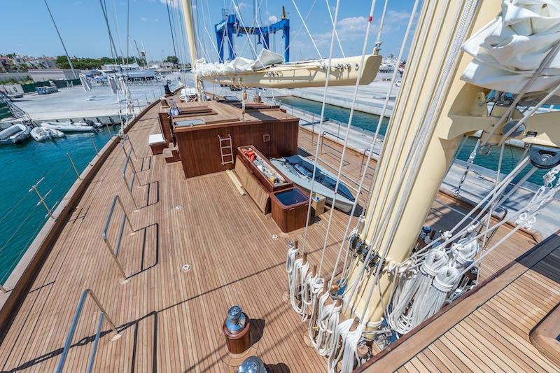 Sailing yacht Chronos