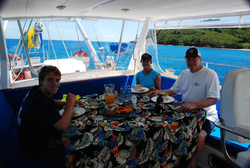 Sailing yacht KE-AMA II -  Al fresco dining