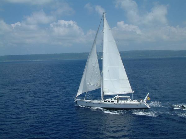 Sailing yacht KE-AMA II -  Sailing