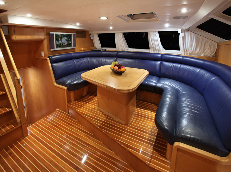 Sailing yacht KE-AMA II -  Salon Seating