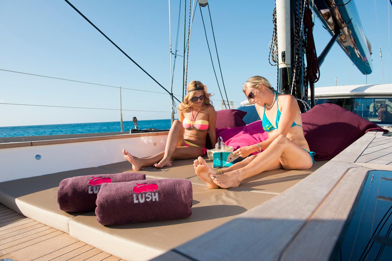 Sailing yacht LUSH - Sunpads on the Bow