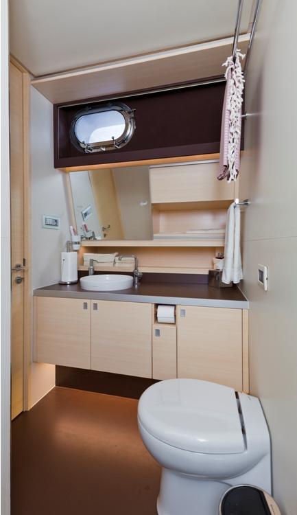 Sailing yacht Merlin -  Bathroom