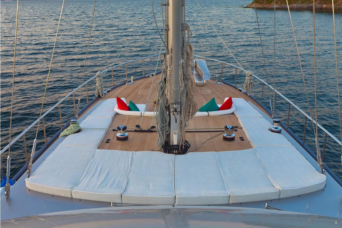 Sailing yacht Merlin -  Sunpads