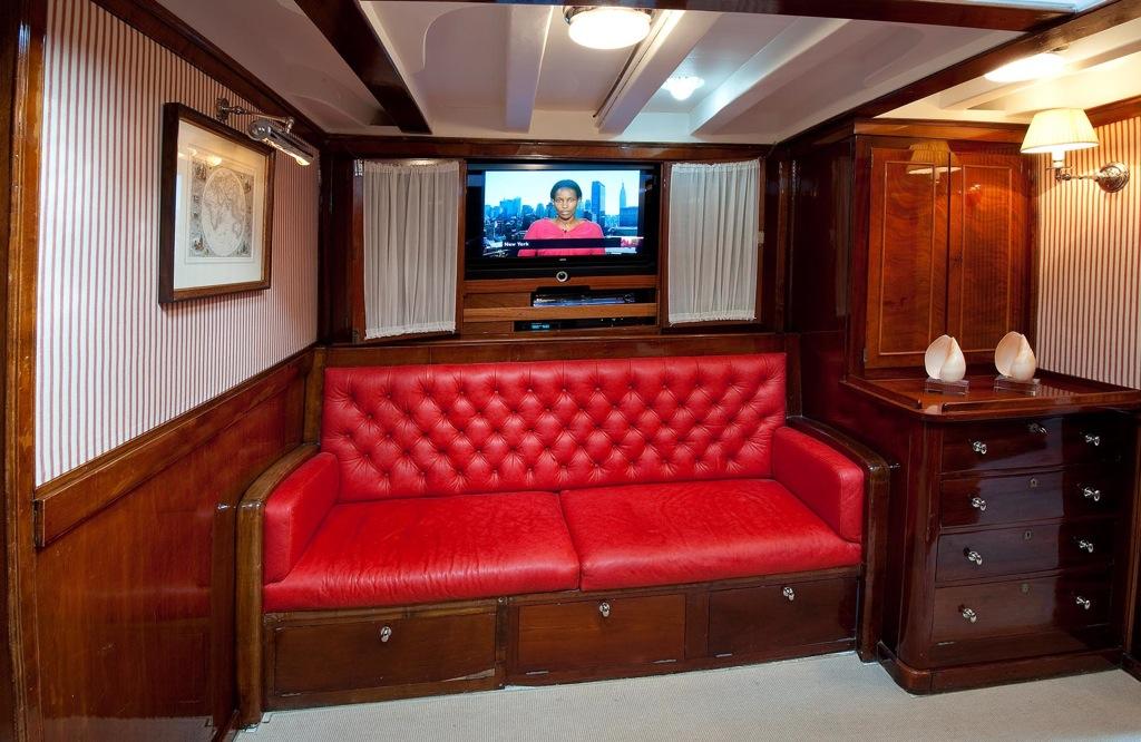 Sailing yacht Oriander -  Salon 2