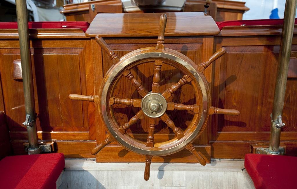 Sailing yacht Oriander -  Wheel