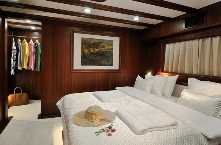 Sailing yacht REGINA - VIP master cabin
