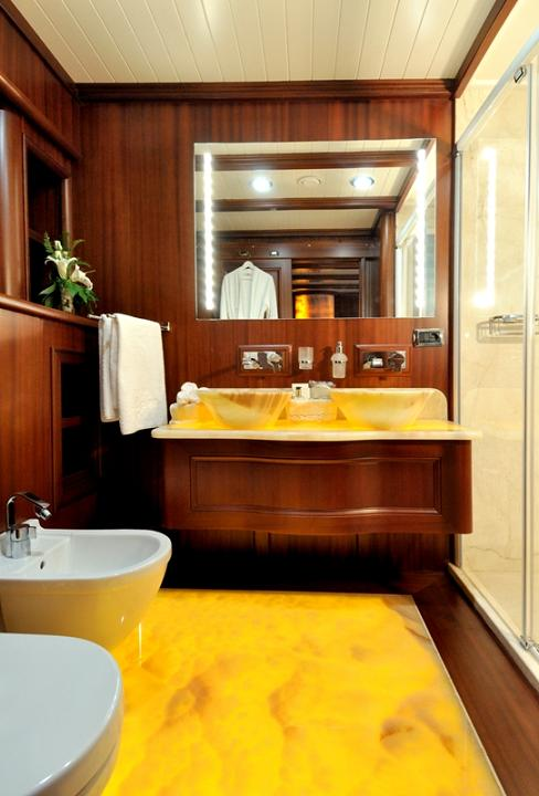 Sailing yacht REGINA - guest bathroom-2