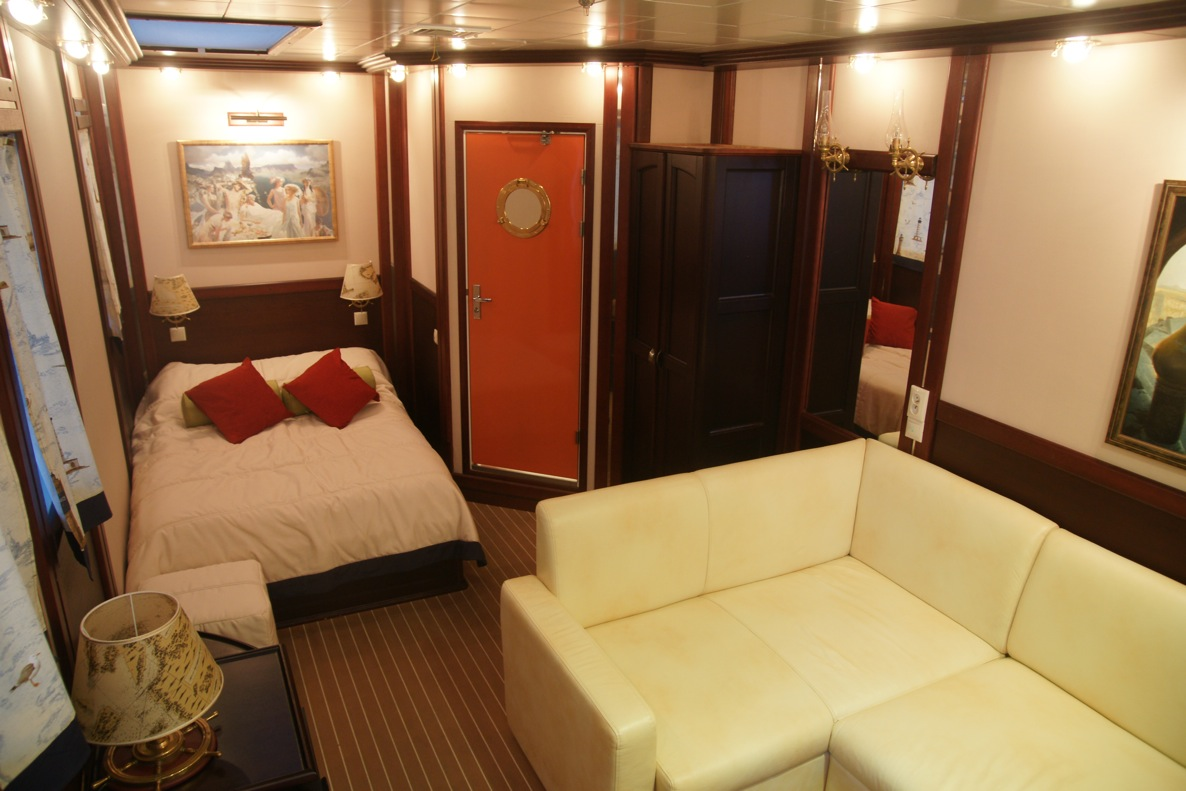 Sailing yacht RUNNING ON WAVES -  Cabin 2