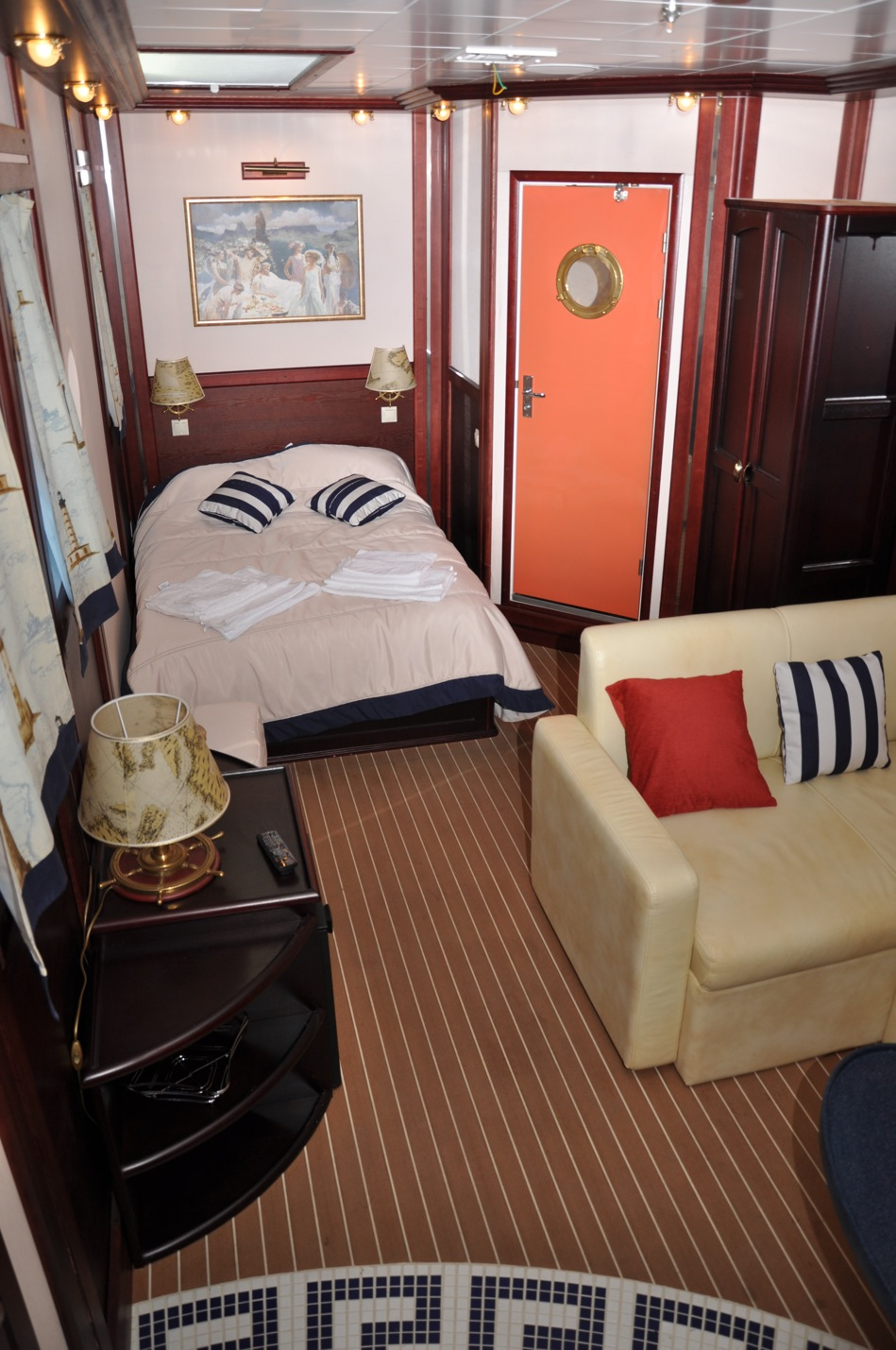 Sailing yacht RUNNING ON WAVES -  Cabin 5