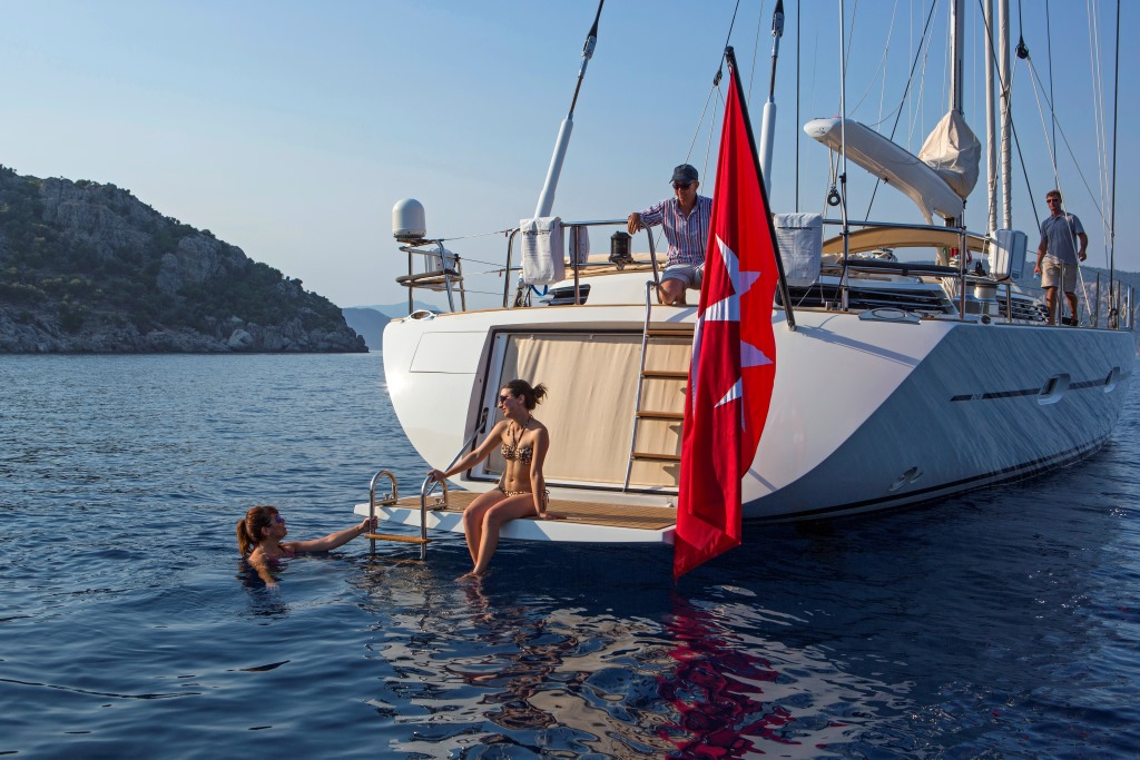 Sailing yacht SAVARONA - Swim platform