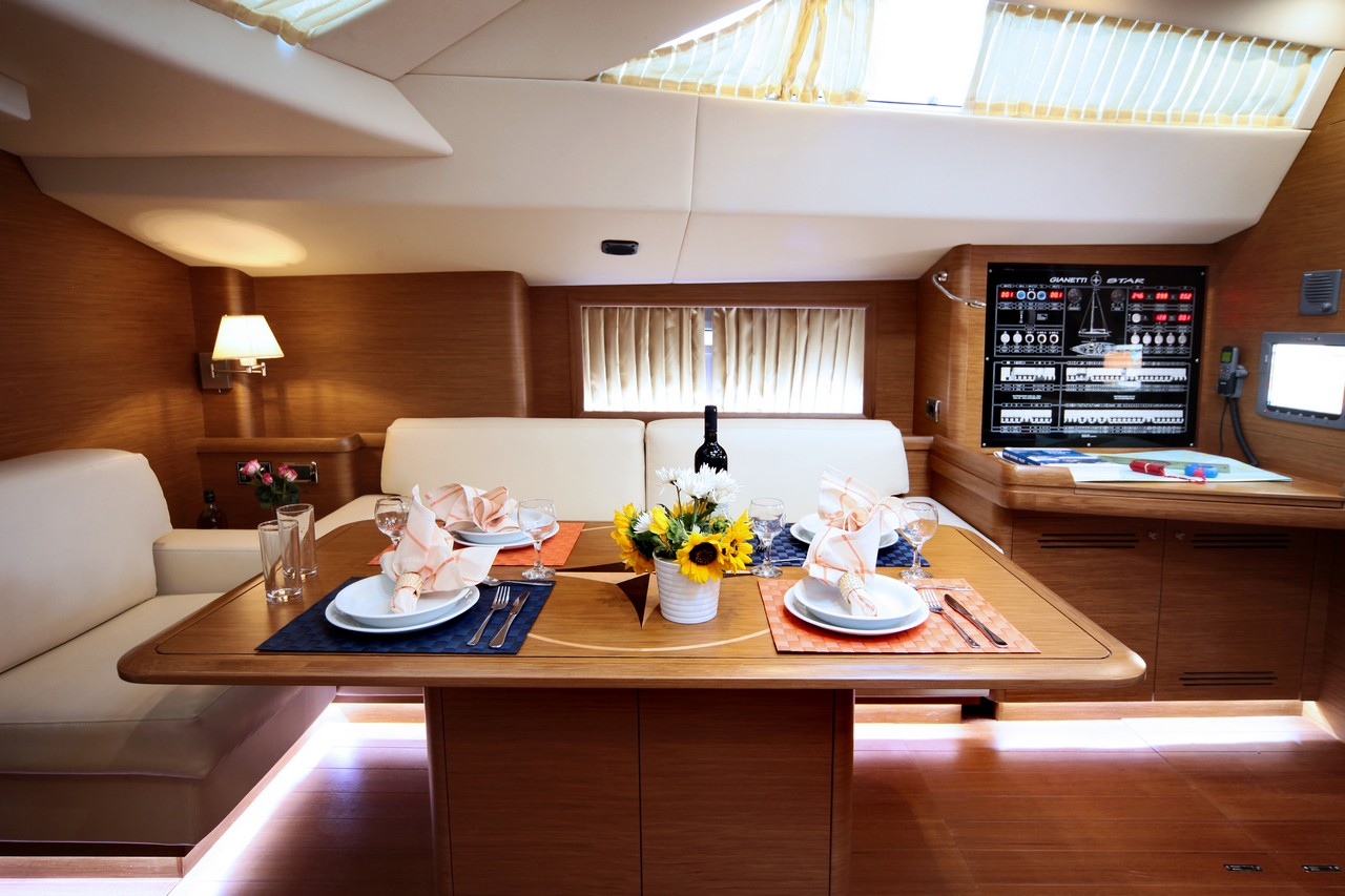 Sailing Yacht SHOOTING STAR - Dining Table – Luxury Yacht Browser
