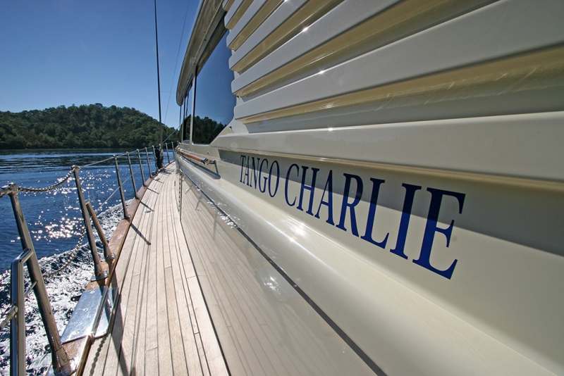 Sailing yacht TANGO CHARLIE - Side Deck