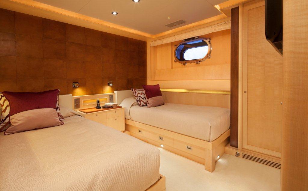 Sailing yacht VICTORIA -  Twin Cabin