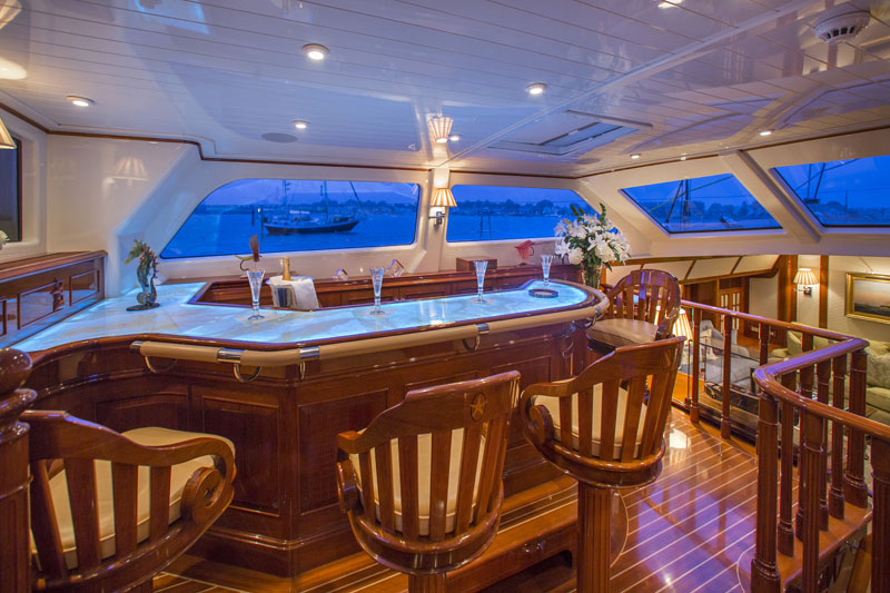 Sailing yacht WHISPER -  Bar and Pilothouse