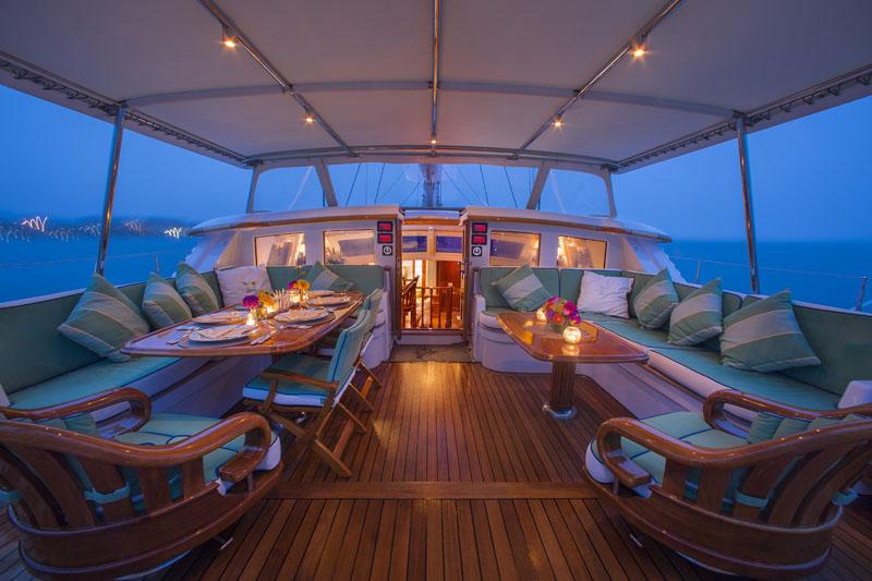 Sailing yacht WHISPER -  Cockpit