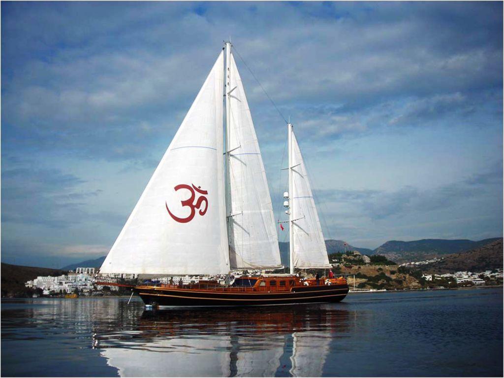Shanti Main Sailing