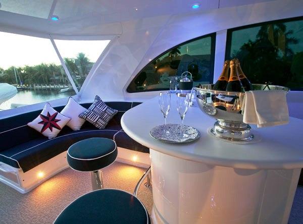 Show Boat -   Flybridge Bar