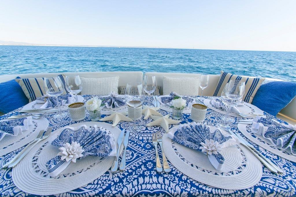 Sunseeker yacht 73M - Dining table scape