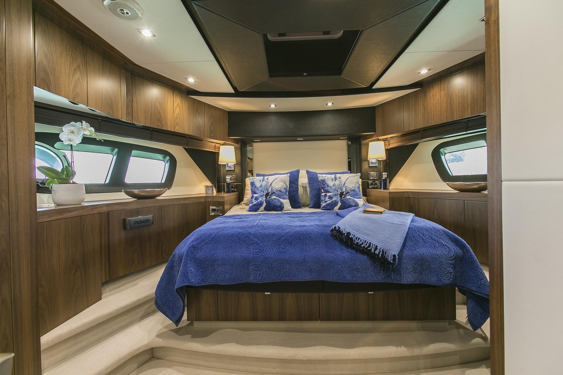 Sunseeker yacht 73M - VIP cabin