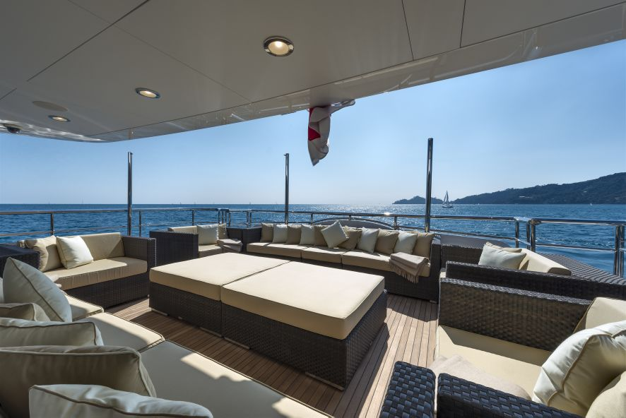 Super yacht THE WELLESLEY - Lower aft deck